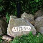 Inschrift erhaben in Ibbenbürener Sandstein.