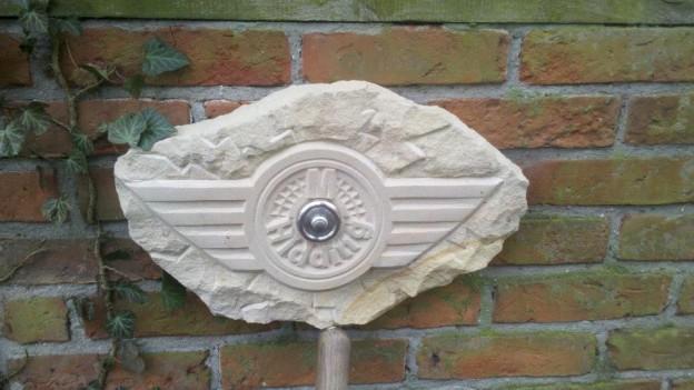 Klingelschild Sandstein mit Edelstahlklingel Handarbeit