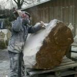 Mann gegen Stein