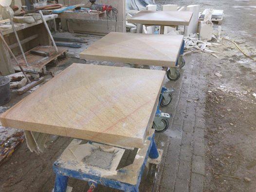 Pfeilerabdeckplatten, ibbenbürener Sandstein, 82x82x10cm.