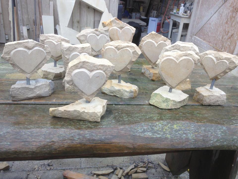 Sandsteinherzen, von 2 Seiten bearbeitet, Höhe ca. 20cm. 30,00€ Stk. Handarbeit.
